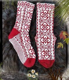 Ravelry: Elly Socks pattern by JennyPenny Knitting Charts, Loom Knitting, Knitting Socks, Fair Isle Knitting, Hand Knitting, Knitting Patterns, Crochet Socks, Knitted Slippers, Knit Crochet