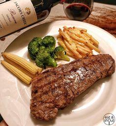 """Wagyu Steak ☺️ ทานคู่กับ red wine ทำให้รสชาติเนื้อหวาน อร่อยขึ้นเลยค่ะ  #eatandshout #Grocerant #WineMoment #jacobscreek ========== ตามเราไปเที่ยว…"""