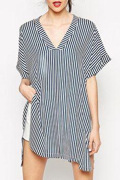 Stripes V Neck Loose-Fitting T-Shirt - $15,49 in Zaful