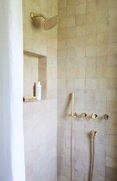 Natural Bathroom, Small Bathroom, Master Bathroom, Colorful Bathroom, Warm Bathroom, Moroccan Bathroom, Bad Inspiration, Bathroom Inspiration, Bathroom Interior Design