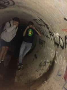 we were dying because he dropped his phone in the drain – Photography, Landscape photography, Photography tips Night Aesthetic, Summer Aesthetic, Aesthetic Grunge, Best Friend Pictures, Friend Photos, Esthétique Goth, Lila Baby, Grunge Photography, Teenager Photography