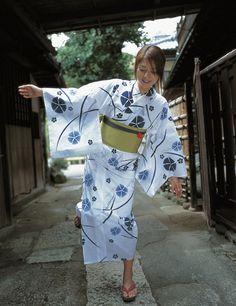 吉岡美穂 Miho Yoshioka in cotton yukata Yukata Kimono, Kimono Dress, Beautiful Japanese Girl, Japanese Beauty, Beautiful Women, Japanese Costume, Japanese Kimono, Culture Art, Japanese Outfits