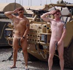 - 阿富汗 - 21名派駐當地的英軍,為支持備受裸照醜聞困擾哈利王子,拍攝了一系列裸照給他打氣。 參與拍攝的成員表示,對哈利王子的批評並不公平,王子也是血氣方剛,不能單單出生在帝皇家,就不能尋歡。 太陽報