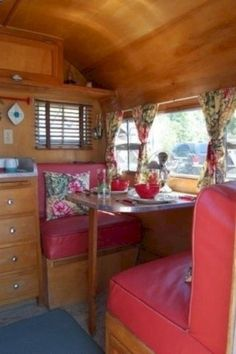 Vintage Shasta canned ham travel trailer camper Vintage Campers Trailers, Retro Campers, Vintage Caravans, Camper Trailers, Airstream Campers, Trailer Interior, Camper Interior, Trailer Decor, Boat Interior