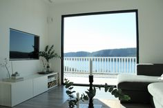 www.byrust.no/blogg // Nordic Interior Nordic, Windows, Flat Screen, Nordic Interior, Living Room, Interior, Room