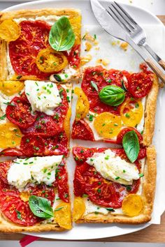 This recipe for Puff Pastry Tomato Tart with Ricotta and Mozzarella is made in just 30 minutes. Crispy dough, juicy and fresh topping, serve with fresh mozzarella.  Use Heirloom or Cherry Tomatoes for this recipe and sprinkle with fresh basil on top. Serve as an appetizer or light lunch or dinner #tomatotart #tomatotartpuffpastry #puffpastry #ricotta #mozzarella #summerdinner #picnic #4thofjuly Puff Pastry Recipes, Tart Recipes, Pizza Recipes, Appetizer Recipes, Vegetarian Recipes, Dinner Recipes, Cooking Recipes, Appetizers, Tomato Tart Puff Pastry