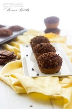 Banana Chocolate Chip Muffins with Brownie Brittle Topping - Whole wheat and oil free, these are great for school lunches! | Foodfaithfitness.com | @FoodFaithFit