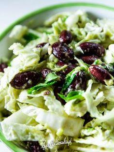 sałatka z pekińskiej, czerwonej fasoli i awokado Sprouts, Cabbage, Salads, Food And Drink, Cooking Recipes, Vegetables, Breakfast, Impreza, Salad