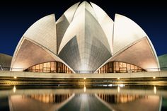 Night shot of the famous Lotus Temple in New Delhi Largest Countries, Countries Of The World, Amazing Architecture, Modern Architecture, Lotus Temple, Unusual Buildings, City Landscape, Retro Futurism, Architectural Elements