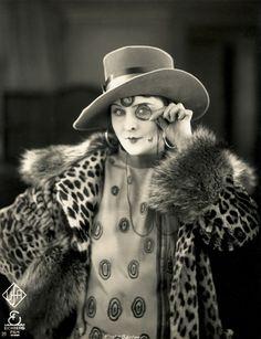 Lillian Harvey - A flapper + leopard + a monocle = love it!