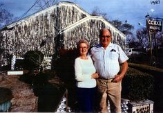 John and Mary Milkovisch in front of their Beer Can House in 1987 (Houston, Texas)