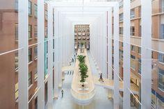 Een 'meubel' met naadloze afwerking in De Resident - architectenweb.nl