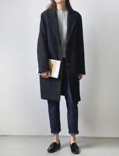 grey/white sweater, black coat, dark denim, black oxfords - swap those for black converse and I'm there. Fashion Mode, Minimal Fashion, Look Fashion, Korean Fashion, Winter Fashion, Fashion Design, Fashion Night, Fashion Black, 80s Fashion