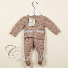 Conjunto Pili Carrera, compuesto por jersey de manga larga y polaina de lana. Pertenece a la nueva colección de Otoño-Invierno 2012/2013.