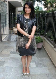 Vestido e scarpin dourado. Dress and gold high heels shoes. http://www.elropero.com/2014/12/fashion-set-look-festa-da-firma-vestido-scarpin-dourado.html