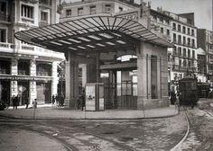 hace mucho tiempo el metro en gran vía tenía un templete como éste, diseñado por antonio palacios, que servía de salida al metro en la red de san luís (calle montera). se desmontó para hacer las dos salidas de metro actuales y se conserva en porriño (pontevedra).