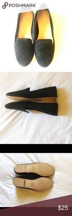 Aldo size 8 loafers in Black These flats are so versatile. They can be worn as loafers or slipons as the back folds down. Material is velvet, which makes it soft. Worn once. Doesnt come with shoe box. Aldo Shoes Flats & Loafers