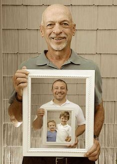 Three generations, one amazing photo. Holding the picture frames are the grandfather, father and sons. Father Son Photos, Fathers Day Photo, Father Photo, Generation Pictures, Generation Photo, Daddy And Son, Father And Son, Cadeau Photo Original, Cadeau Grand Parents