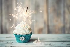 Cupcakes Frosting for Beginners - Cake Decorating Classes in Singapore Disney Frozen Party, Cake Decorating For Beginners, Cake Decorating Classes, Frozen Cupcakes, Baking Cupcakes, Cake Sparklers, Hersheys, Vanille Cupcakes, Christmas Cupcakes Decoration