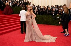 Blake Lively Elbise: Gucci