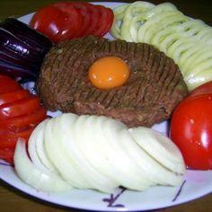 Tatar beefsteak (tatárbifsztek) Recept képpel - Mindmegette.hu - Receptek Beef Steak, Recipes, Food, Red Peppers, Recipies, Essen, Meals, Ripped Recipes, Yemek