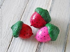 Kids and adults alike enjoy strawberry crafts. If you're like me, you have some acorns laying around that you collected last fall. Strawberries are pretty and bursting with color, they make for a fun afternoon of crafting. So why not make some to display in a jar or make some into magnets like I did?Read More »