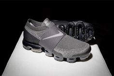 The Nike Air VaporMax Laceless Sees a Stealthy Grey and Black Colorway Me Too Shoes, Men's Shoes, Nike Shoes, Sneakers Nike, Nike Air Jordans, Nike Air Vapormax, Sneakers Fashion, Fashion Shoes, Tennis Fashion
