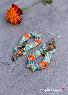 Micro macrame earrings. Polyester yarn, miyuki, bronze metal (feathers). Boho chic.