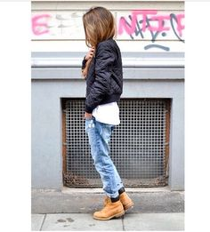 Pair a black quilted bomber jacket with light blue distressed boyfriend jeans for a casual-cool vibe. A pair of tan leather boots will be a stylish addition to your outfit. Jeans Boyfriend, Vaqueros Boyfriend, Boyfriend Jackets, Boyfriend Style, Tomboy Fashion, Look Fashion, Girl Fashion, Winter Fashion, Fashion Black