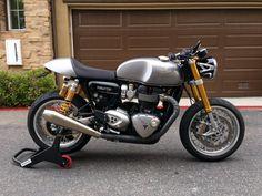 388490d1466540479-cafe-racer-photo-shoot-post-your-pics-no-comments-thruxton1.jpg (800×600)