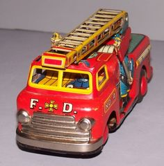 Vintage Made in Japan tin toy firetruck. The ladder swivels in a complete circle.