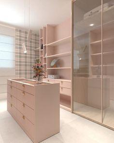 Trendy small closet design layout walk in clothes Walk In Closet Design, Bedroom Closet Design, Closet Designs, Walking Closet, Boutique Interior, Pink Closet, Wardrobe Room, Dressing Room Design, Dressing Rooms