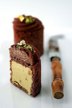 chocolate and pistachio mousse cake