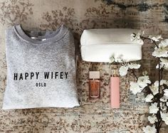 Sweatshirt from Happy Wifey Oslo. Outside in organic cotton and inside in polyester. Ribbed cuffs and hemline.  Link:  happywifey.com