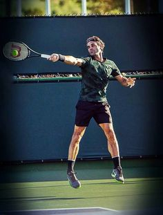 Roger Federer - Practise.Indian Wells 2017. Federer Nadal, Atp Tennis, Tennis Photography, Tennis Photos, Black Socks, Rafael Nadal, Action Poses, Roger Federer, Wimbledon