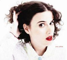 Hein? (2009) est le second album studio d'Ana Cañas. J'ai un peu de mal à situer…