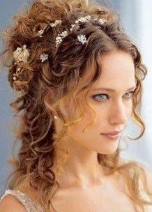 Coiffure mariage cheveux mi long bouclé - http://lookvisage.ru/coiffure-mariage-cheveux-mi-long-boucl/ #Cheveux #Beauté #tendances #conseils