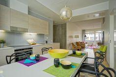 Avoimet näkymät keittiöstä oleskelutiloihin Table, Furniture, Home Decor, Decoration Home, Room Decor, Tables, Home Furnishings, Home Interior Design, Desk