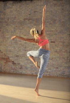 I get for being a certified yoga instructor and it has been damaging to my wallet! I love Athleta Namaste Seamless Bra + Chillax Capri Workout Attire, Workout Wear, Workout Outfits, Sporty Outfits, Athletic Outfits, Wellness Fitness, Yoga Fitness, Fitness Tips, Yoga Inspiration