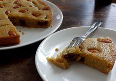 Voici la recette du gâteau à la pâte de dattes, ultra moelleux, parfumé à la fleur d'oranger, il a des accès orientaux délicieux. C'est un régal.