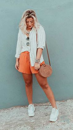 Musa do estilo: Lau Lopes - Guita Moda Looks Com Short, Office Looks, Street Style Looks, Trendy Dresses, Spring Outfits, Outfit Of The Day, Ideias Fashion, Retro Vintage, Style Inspiration