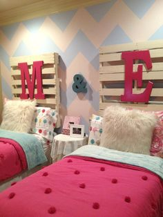 19 Most Attractive DIY Headboard Designs To Cheer Up The Kids Room - Dom - meble, dekoracje, aranżacje - Bedroom Girls Headboard, Girls Bedroom, Bedroom Decor, Kids Headboards, Twin Girl Bedrooms, Bedroom Furniture, Bedroom Colors, Pallet Headboards, Shared Bedrooms