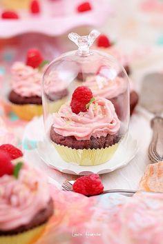Detaliu cupcake Cupcake, Cheesecake, Desserts, Food, Tailgate Desserts, Deserts, Cupcakes, Cheesecakes, Essen
