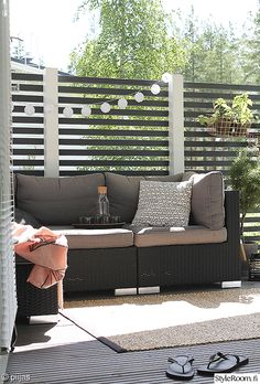 sohva,piha,terassi,tyynyjä,terassin sisustus