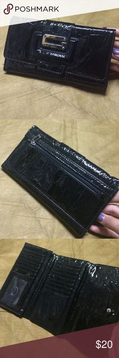 """GUESS black wallet •length:4 1/2"""" •width:approx 7 1/2"""" GUESS Bags Wallets"""