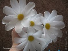 Diy Projects: How to Make Daisy FLower Handmade Flowers, Diy Flowers, Crochet Flowers, Handmade Crafts, Fabric Flowers, White Flowers, Paper Flowers, Burlap Flowers, Cute Crafts