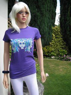 """「三つ子""""は女性のトップスやTシャツ上の別のユニークなアリスブランドのデザインです。私たちは品質、ソフトで快適な素材から作られた別の女性らしいスタイリッシュなトップスに鮮やかな色で若々しいイメージの範囲が広い。 世界中で注文するこれらのサイト上でそれらのすべてを参照してください: www.etsy.com/shop/AliceBrands。 www.stores.ebay.co.uk/ALICE-BRANDS。 www.alicebrands.co.uk。"""