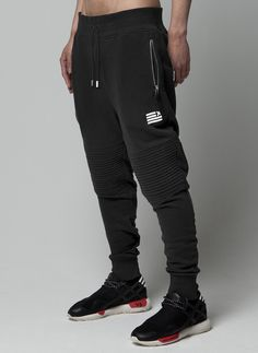mens tattoos Mens Joggers New Fashion Black Joggers Harem Pants Men Sweatpants Male Sweats Trousers Pantalon Homme *** This is an AliExpress affiliate pin. Item can be found on AliExpress website by clicking the VISIT button Mens Joggers Sweatpants, Mens Jogger Pants, Skinny Joggers, Trousers Mens, Black Joggers, Drop Crotch Pants Men, Harem Pants Men, Men's Pants, Style Masculin