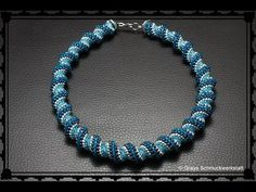 [Anleitung/Tutorial] Cellini Spiral - DIY [Perlen, Peyote, Cellini] - YouTube Beading Projects, Spiral, Beaded Bracelets, Beads, Youtube, Diy, Jewelry, Tutorials, Beading