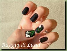 Raggio di Luna Nails: White tulip on black
